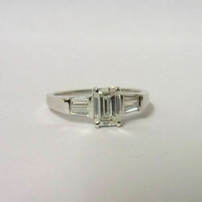 18K WHITE GOLD EMERALD & BAGUETTE DIAMOND 1.25ct RING