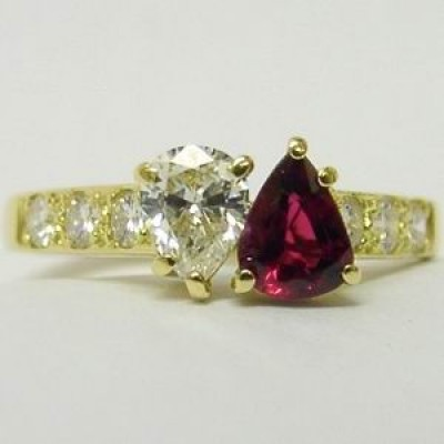 18K Gold Diamond & Ruby Pear Shape 2 Stone Diamond Ring