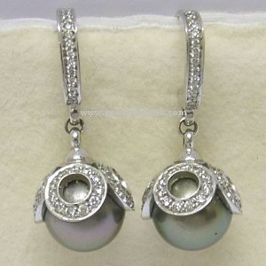 Louis Vuitton 18ct White Gold Diamond Pearl Earrings