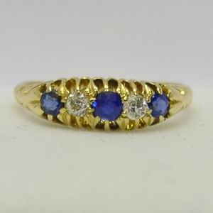 Antique 18ct yellow gold diamond & sapphire ring